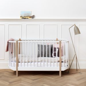 Hochwertige Massivholzmöbel in zartem Design: Die Kindermöbel aus der Oliver Furniture Wood Collection ist ein absoluter Hingucker. | Foto: Emilundpaulakids.de